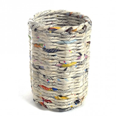 Pot aux roses flowerpotin recycled newspapers