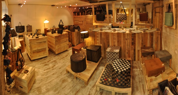 SHOWROOM-MARRON-ROUGE-PALETTES-RECYCLEES